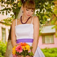 Образ невесты в ретро стиле с букетом невесты из гербер