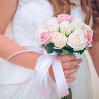 Нежный свадебный букет в бело-розовой гамме