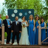 Подружки невесты были в платьях-трансформерах, шаферам мы купили одинаковые галстуки.