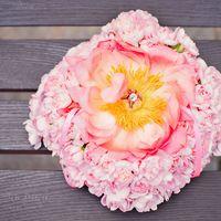 Подушечка из живых цветов на шоколадной свадьбе Дмитрия и Натальи