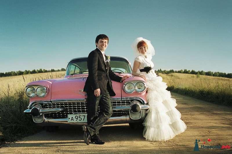 """Розовый """"Cadillac Eldorado"""" на фоне полей и рядом с молодоженами. - фото 85131 Хлоя"""