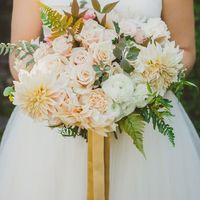 Букет невесты из астр, ранункулюсов и роз