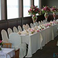 Бело-розовое оформление свадьбы тканями и цветами