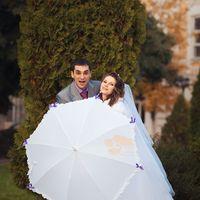 Белый зонт и веселье!