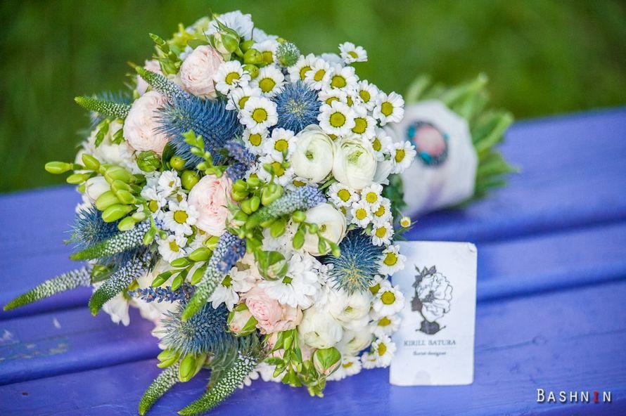 Летний букет невесты  из ромашек, роз и фрезий - фото 1259701 Студия флористики и декора Батуры Кирилла