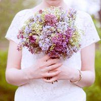 Весенний букет невесты из сирени и ландышей