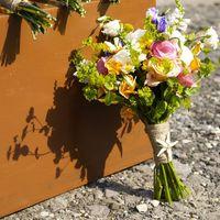 Букет невесты. Пион, Лизиантусы, Розы, зелень(Фото Perlamutro) Пляжная свадьба