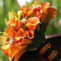 Букет невесты из оранжевых калл и орхидей.Примерная стоимость 1300 руб.