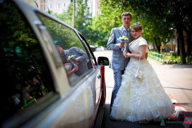 Портрет молодоженов у лимузина - фото 129897 Свадебный фотограф Максим Чесалин