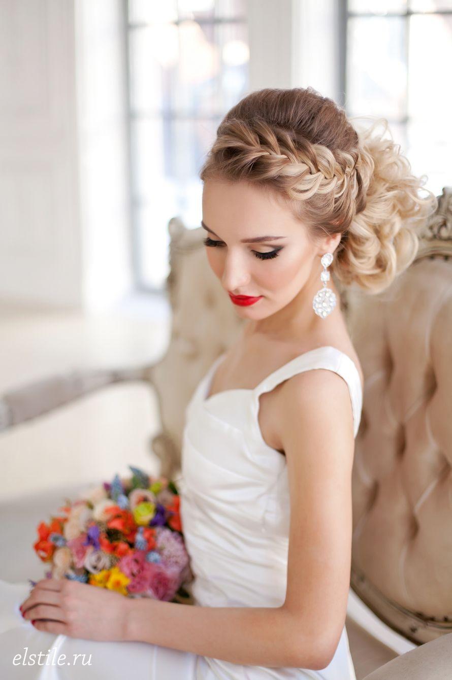 Фото стильных причесок невест