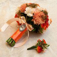 Букет невесты из астр и роз в оранжевых тонах