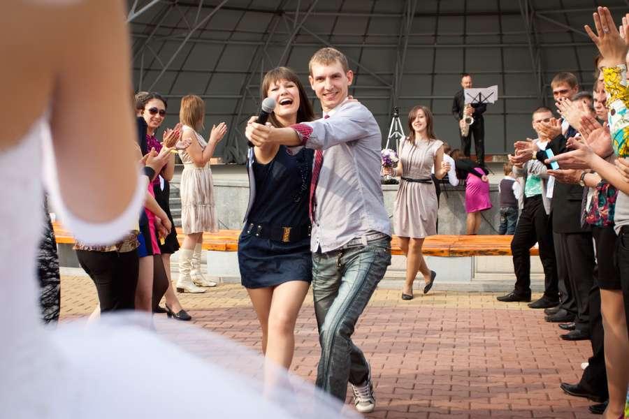 Первый танец молодых (молодые за кадром))) - фото 1346175 Ведущий Андрей Волошин