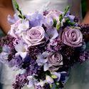 Сиреневый весенний букет невесты из сирени, роз и фрезий