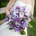 Букет невесты из сирени и фрезии в сиреневой гамме
