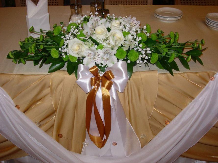 Композиция из белых роз, альстромерий, гипсофилы, зеленых хризантем сантини и зелени. - фото 2689205 Галерея цветов - Свадебное оформление