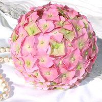 Помандер из розовых гортензий из полимерной глины. Ручная работа.