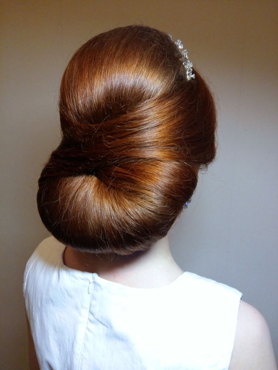 Свадебная прическа для гладких волос
