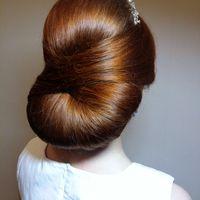 гладкая свадебная прическа для длинных волос