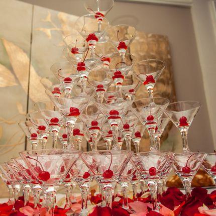 Пирамида из бокалов под шампанское
