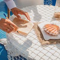 Подушечка с кольцами Алексея и Екатерины на Морской свадьбе 5 июля 2013