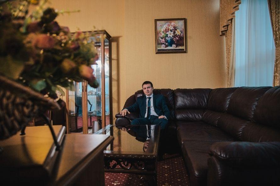 """Классический зеленый костюм жениха """"двойка"""" с белой рубашкой и с зеленым галстуком - фото 1491307 Фотограф Lenura Tsemenko"""