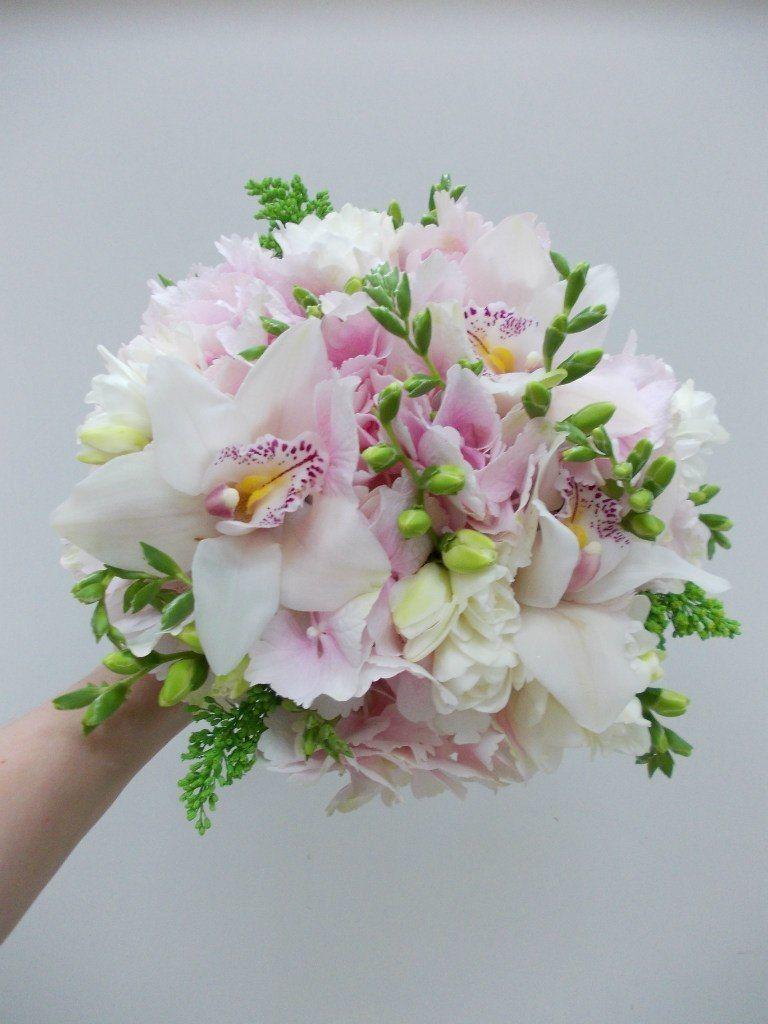Свадебный букет орхидей фрезий, белых роз заказать