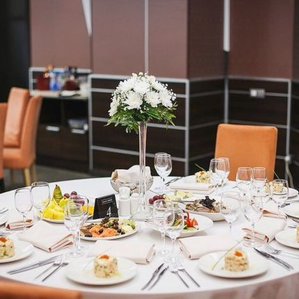 Цветочная композиция на стол для гостей