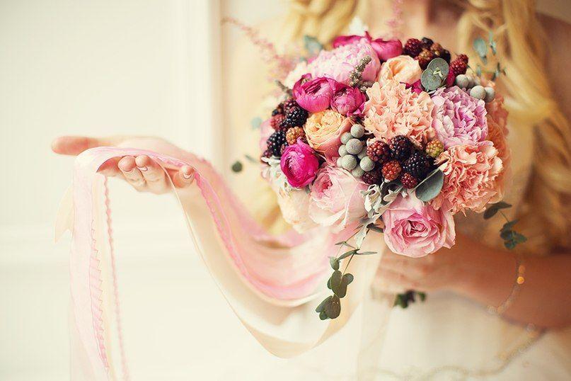 Ягоды в букете невесты, букеты