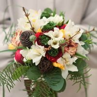 Свадебный букет на своих ногах , из пионовидной розы, ранункулусов , фрезии , тюльпанов , зелень./ . Цена букета 4200руб.