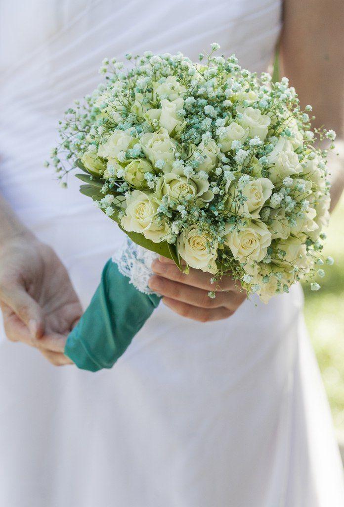 Свадебный букет из кустовых роз и гипсофилы, свадебные букеты
