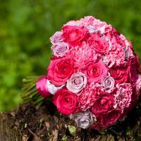 Розовый яркий букет невесты