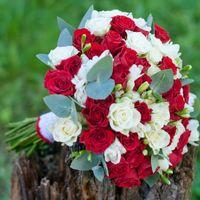 красный алый букет невесты