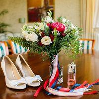 бело-красный букет невестыморская свадьба