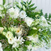 зеленый растрепанный букет невесты ботаник