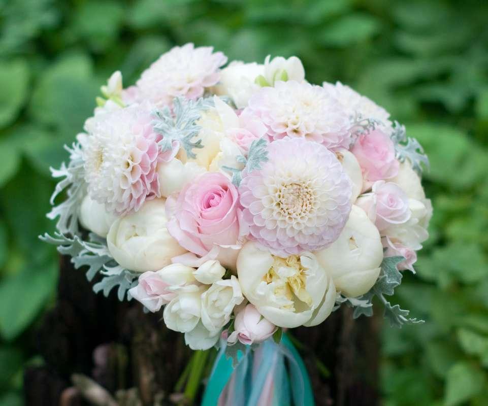 """Бело-розовый букет невесты с георгинами - фото 16311434 Студия флористики и декора """"Глориоза"""""""