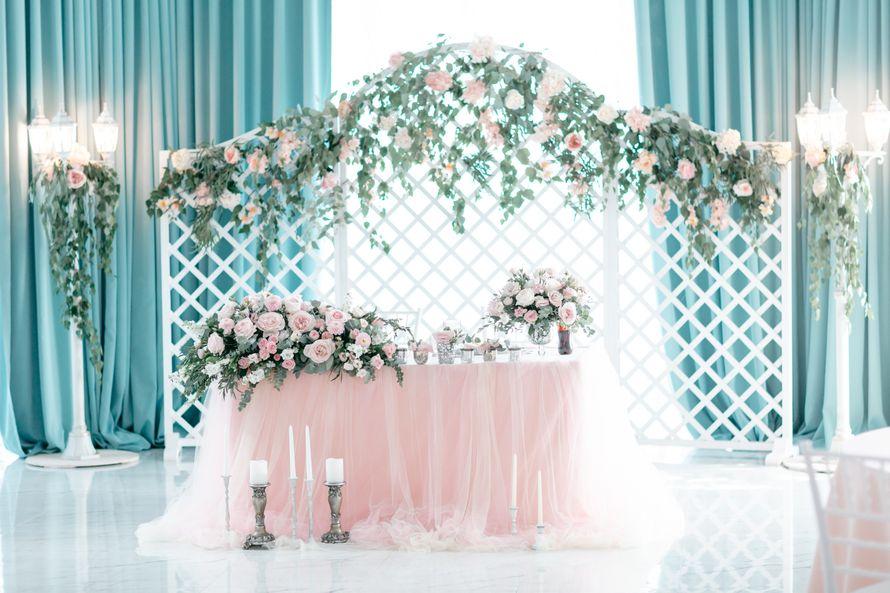 Оформление стола молодожёнов для классической свадьбы - фото 17313464 Premiumflor - декор и флористика