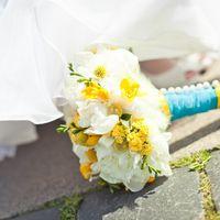 Букет невесты из пионов, фрезии, краспедии и каланхое