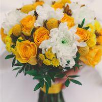 Букет невесты из желтых роз, краспедий и белых астр