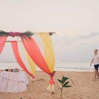 Свадебная церемония на берегу океана на острове Шри-Ланка