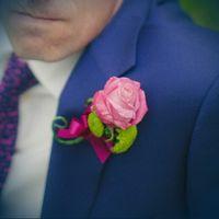 Бутоньерка жениха изрозовой розы