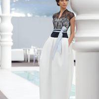 Puma: свадебное платье для стильной невесты: необычная форма, эффектное кружево и текстурная юбка. Этот в меру современный, в меру свадебный образ предназначен невесте со вкусом! Ткани и материалы: сатин-микадо Цвет: платья: белый, жемчужный, кремовый
