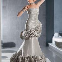 Tijuanna: платье-трансормер для смелой невесты. Оригинальная драпировка юбки создает богемный образ, а текстура натуральной тафты дополнительно подчеркивает его роскошь. Ткань: натуральная тафты Цвет платья: жемчужно-серый, белый, кремовый, голубой, бур