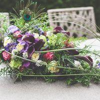 Букет невесты сине-зеленых тонах с перьями павлина