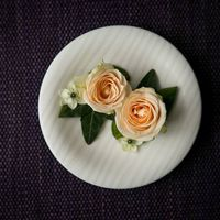 Подставка-тарелочка для колец с живыми розами