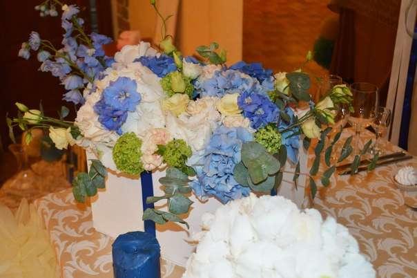 Белые, голубые и синии гортензии, персиковые гвоздики, кремовые эустомы, голубой дельфиниум, вибурнум и эвкалипт составили основу цветочных композиций! - фото 2536517 Барбарис studio - студия флористики, декора