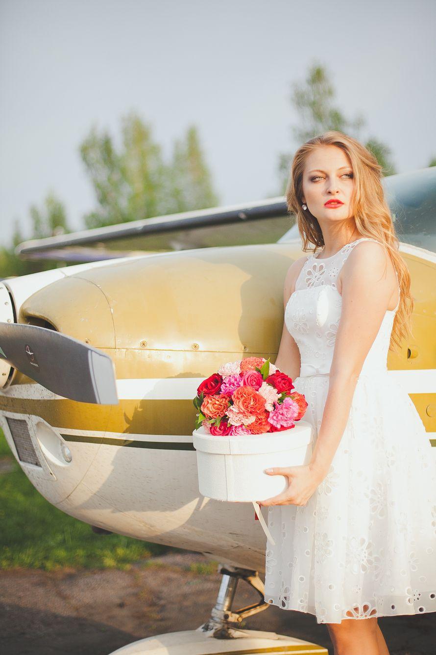 """Невеста в белом коротком платье из ткани с перфорацией и закрытым корсетом  - фото 2481609 Свадебное агентство """"Wedkitchen"""""""