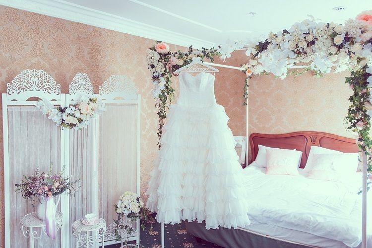 Свадебное оформление номера в отеле