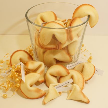 Хрустящие печенье с пожеланиями или предсказаниями