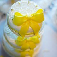 торт в жёлтых тонах