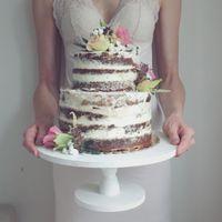 naked cake (или голый торт) с цветочным декором